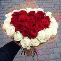 Букет-сердце 25 роз с упаковкой R559