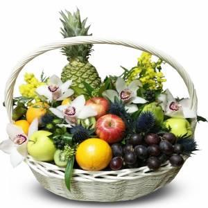 Корзина сборная с фруктами и орхидеями R1247