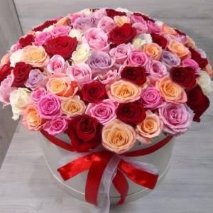 Композиция 101 роза микс в коробке R887