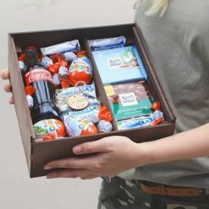 Подарочная коробка со сладостями R226