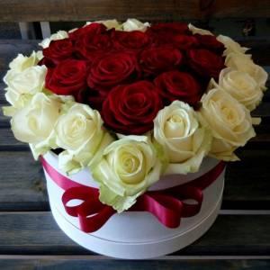 29 роз в форме сердца в коробке R838