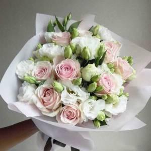 Сборный букет эустома и розы с упаковкой R618